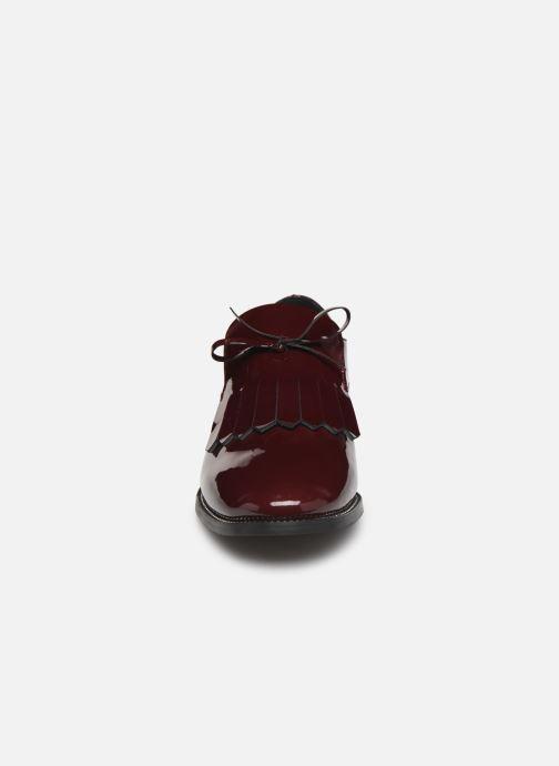 Snøresko Georgia Rose Amadia Bordeaux se skoene på