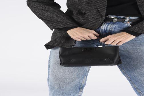 Handtaschen Aldo MEAWET schwarz ansicht von unten / tasche getragen