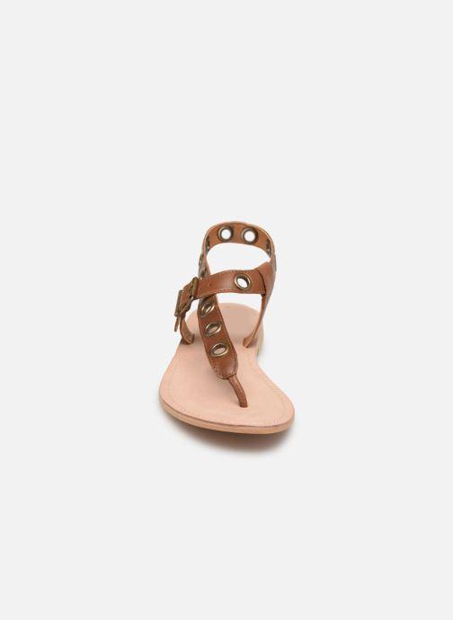 Sandali e scarpe aperte Initiale Paris Maddie Marrone modello indossato