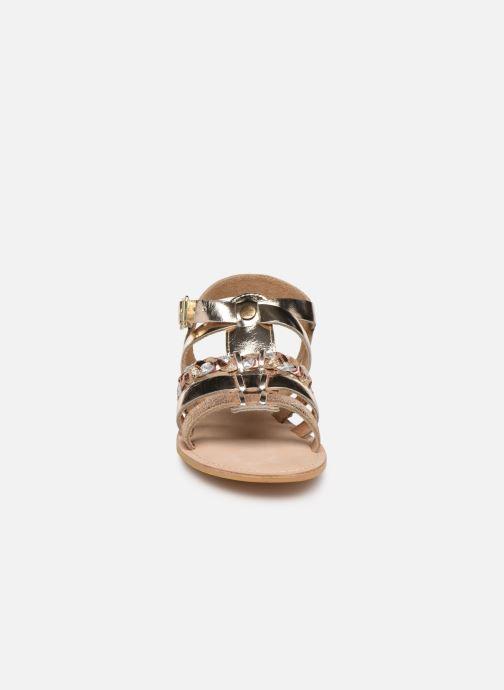 Sandali e scarpe aperte Initiale Paris Maya Oro e bronzo modello indossato