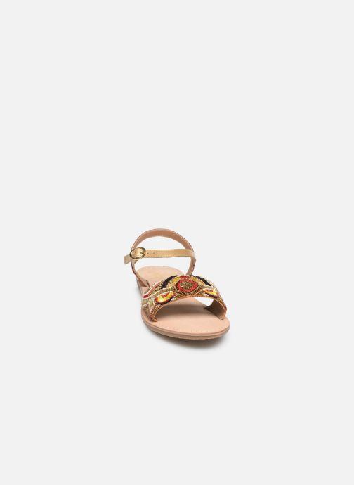 Sandalen Initiale Paris Nanako rot schuhe getragen