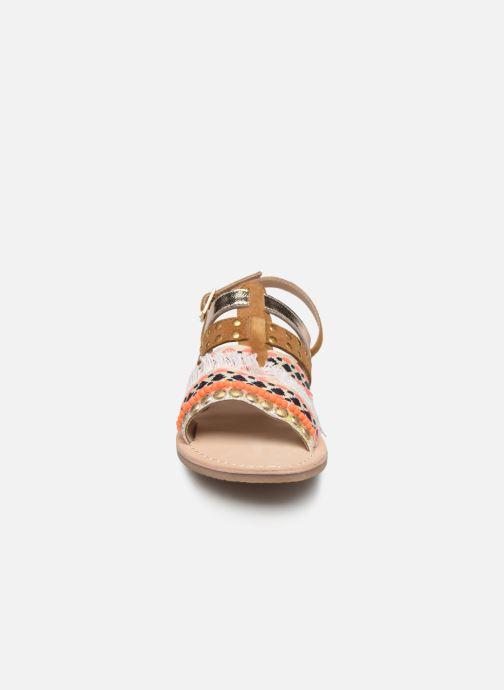 Sandalen Initiale Paris Noreen braun schuhe getragen