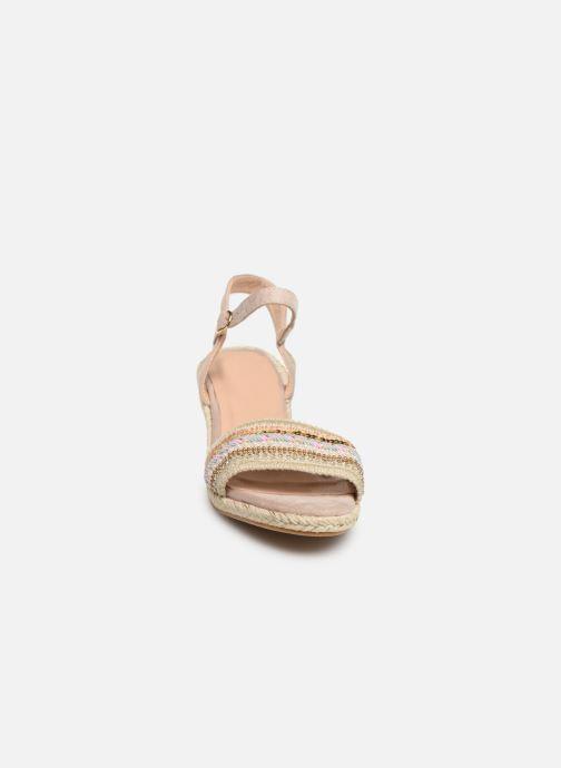 Sandalias Initiale Paris Tami Beige vista del modelo