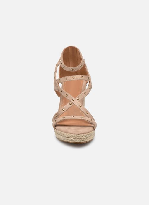Sandali e scarpe aperte Initiale Paris Tom Beige modello indossato