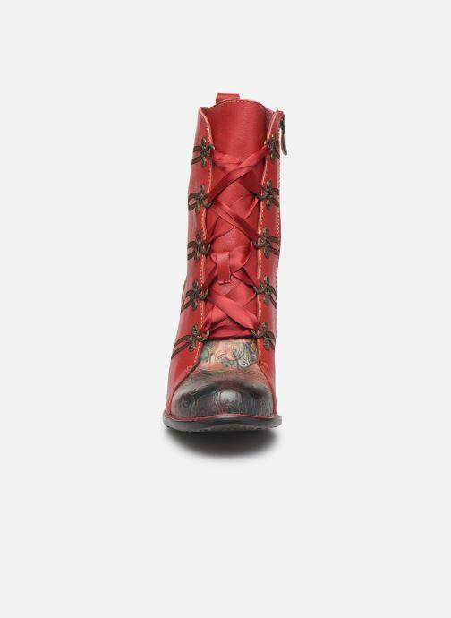 Bottines et boots Laura Vita EVCAO 01 Rouge vue portées chaussures