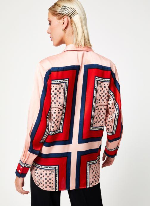 Vêtements Maison Scotch Button up shirt with bandana print Rose vue portées chaussures