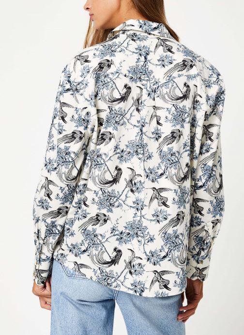 Vêtements Maison Scotch Classic boyfriend shirt with western detailing Bleu vue portées chaussures