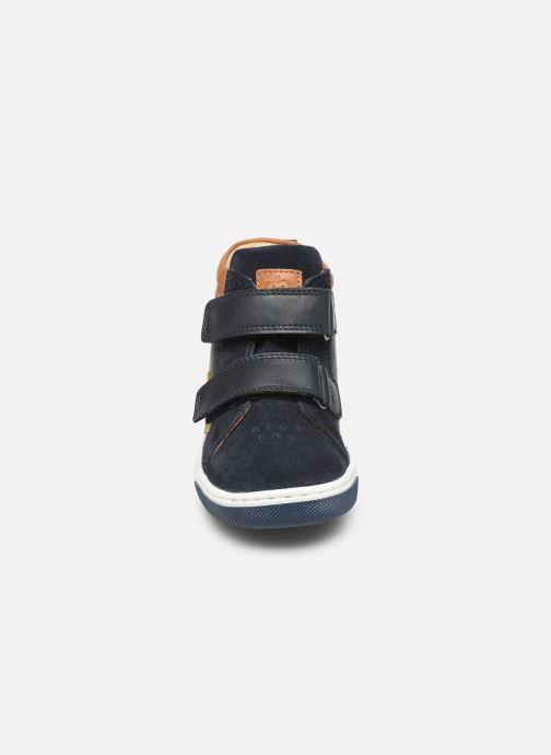 Sneakers Shoo Pom Dude Scratch Azzurro modello indossato