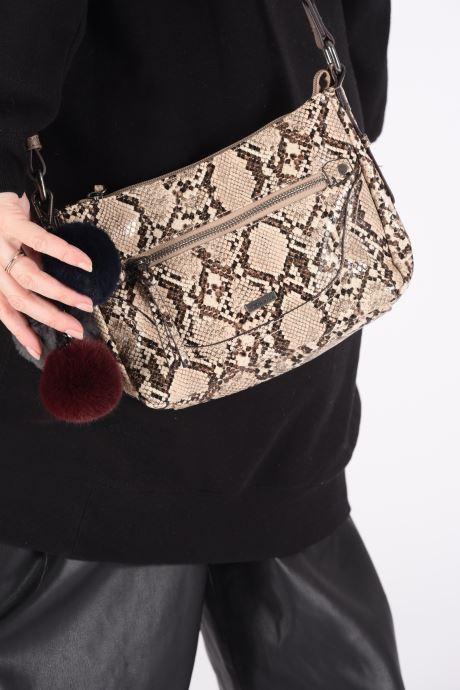 Handbags Tamaris MEI CROSSBODY BAG Beige view from underneath / model view