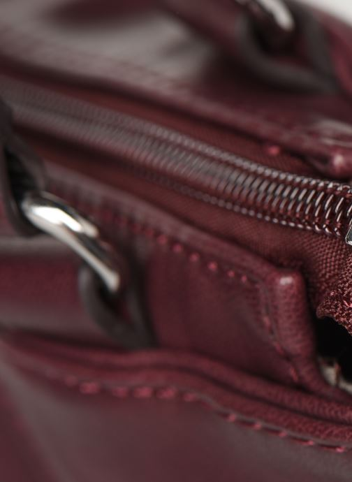 Handtassen Tamaris NELLI Shoulder bag Bordeaux links