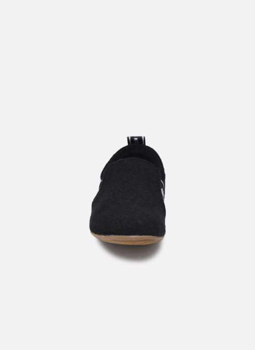 Chaussons Living Kitzbühel 3645 Noir vue portées chaussures