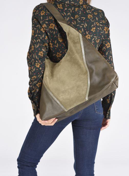Handtaschen Sabrina JENNA grün ansicht von unten / tasche getragen