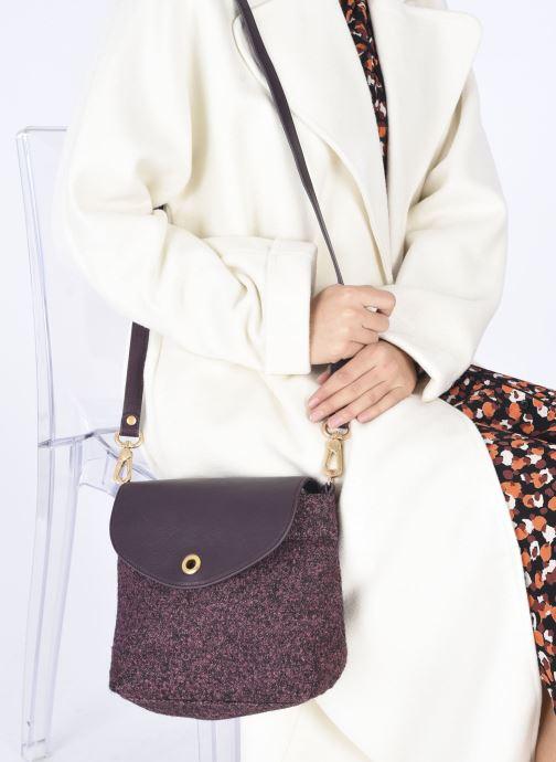 Handtaschen Sabrina ARIZONA lila ansicht von unten / tasche getragen