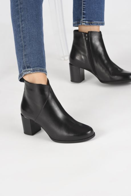 Ankle boots Georgia Rose Riglos Soft Black view from underneath / model view