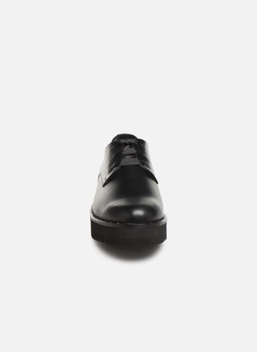 Scarpe con lacci PintoDiBlu 20751 Nero modello indossato