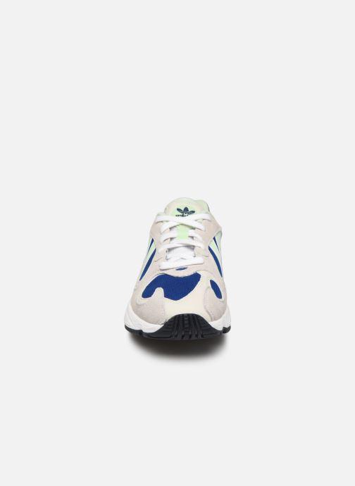 Baskets adidas originals Yung-1 W Gris vue portées chaussures