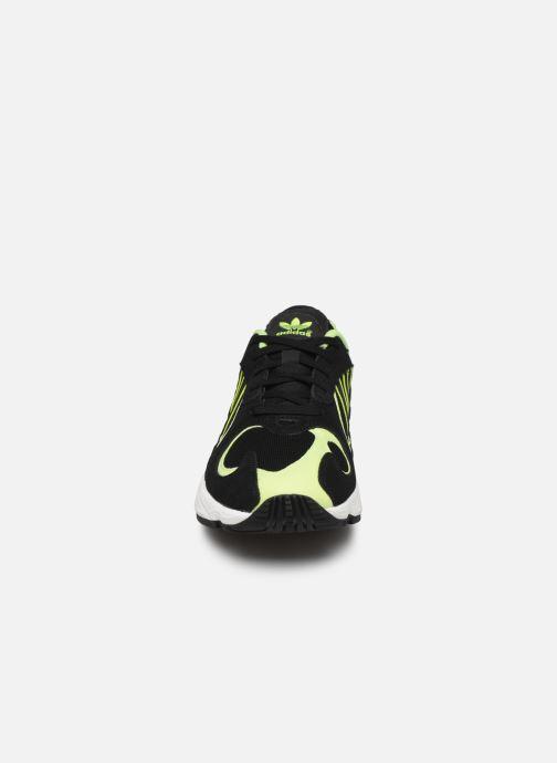 Baskets adidas originals Yung-1 Noir vue portées chaussures