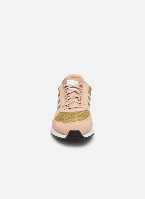 Baskets adidas originals Marathon Tech Marron vue portées chaussures