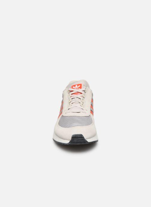Baskets adidas originals Marathon Tech Gris vue portées chaussures