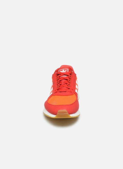 Baskets adidas originals Marathon Tech Rouge vue portées chaussures