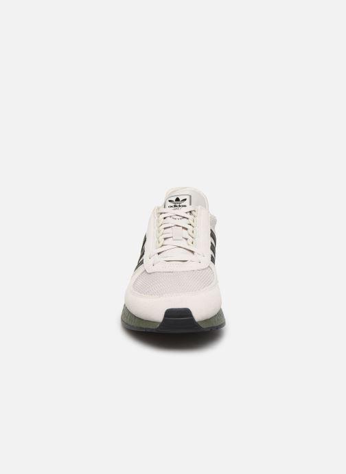 Baskets adidas originals Marathon Tech Beige vue portées chaussures