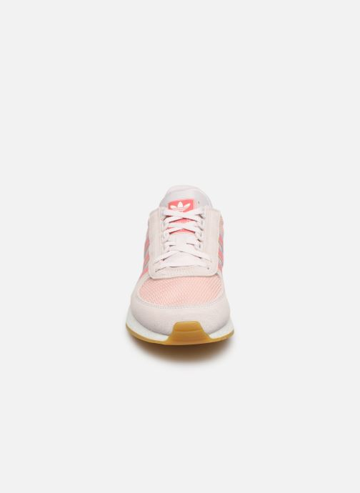 Baskets adidas originals Marathon Tech W Rose vue portées chaussures