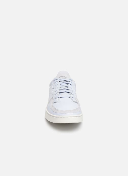 Baskets adidas originals Supercourt Bleu vue portées chaussures