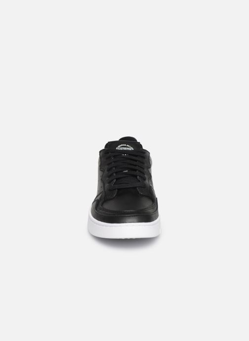 Baskets adidas originals Supercourt Noir vue portées chaussures