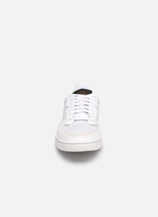 Sneakers adidas originals Supercourt Bianco modello indossato