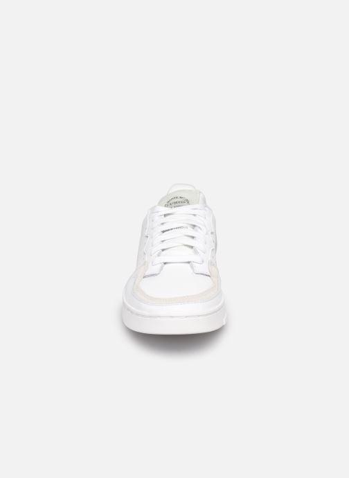 Sneakers adidas originals Supercourt W Bianco modello indossato