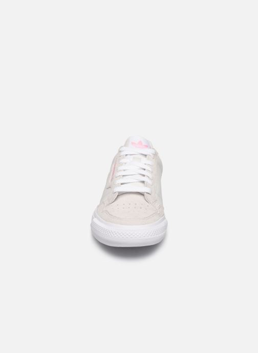 Sneakers adidas originals Continental Vulc W Beige modello indossato
