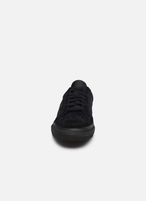 Sneakers adidas originals Continental Vulc Nero modello indossato