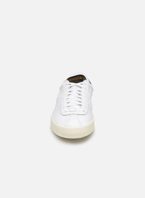 Sneakers adidas originals Lacombe Bianco modello indossato