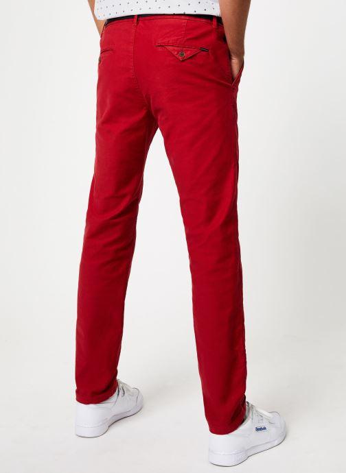 Vêtements Scotch & Soda STUART - Classic garment-dyed twill chino Bordeaux vue portées chaussures