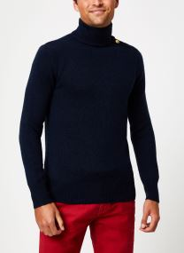 Marine pull with high collar and button closure