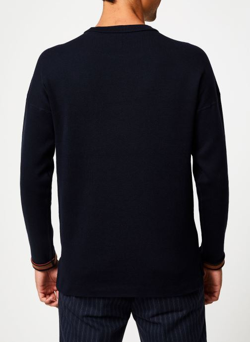 Vêtements Scotch & Soda Reversible crewneck pull with dropped shoulder styling Bleu vue portées chaussures