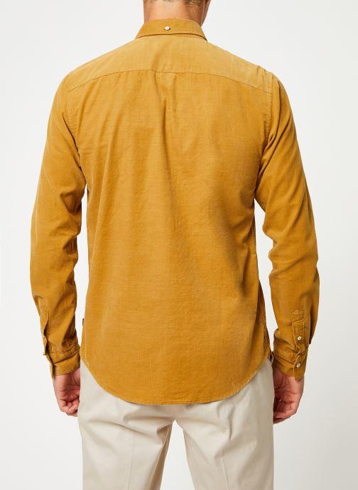 Vêtements Scotch & Soda REGULAR FIT - Clean Chic corduroy shirt Jaune vue portées chaussures