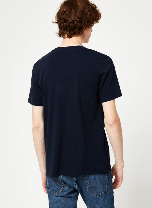 Vêtements Scotch & Soda Cotton tee with wider neck rib Bleu vue portées chaussures