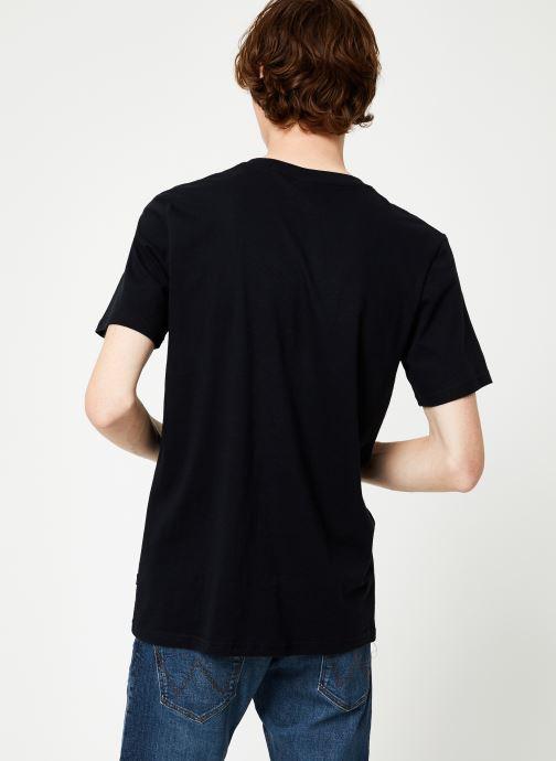 Vêtements Scotch & Soda Cotton tee with wider neck rib Noir vue portées chaussures