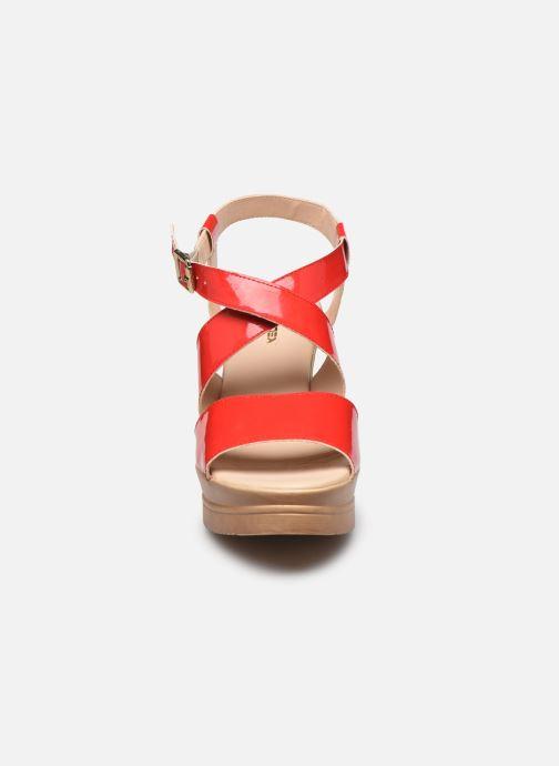 Sandali e scarpe aperte Bluegenex B-2127 Rosso modello indossato