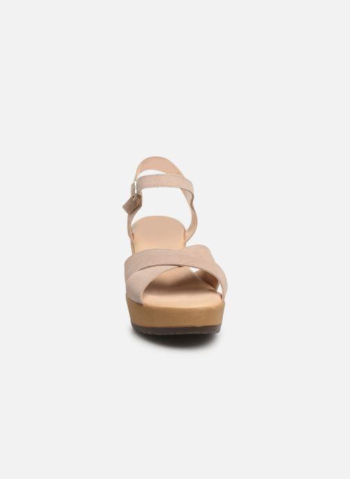 Sandales et nu-pieds Bluegenex B-2122 Beige vue portées chaussures