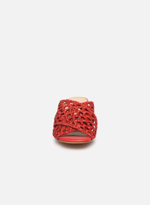 Zoccoli Humat Julia Trenzado Rosso modello indossato