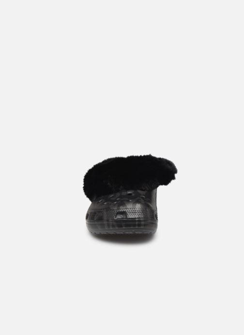 Mules et sabots Crocs Classic Mammoth Luxe Metallic C Noir vue portées chaussures