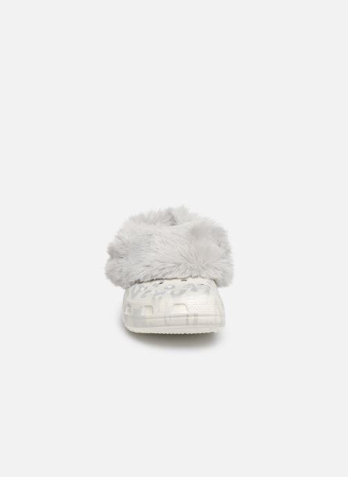 Mules et sabots Crocs Classic Mammoth Luxe Metallic C Blanc vue portées chaussures