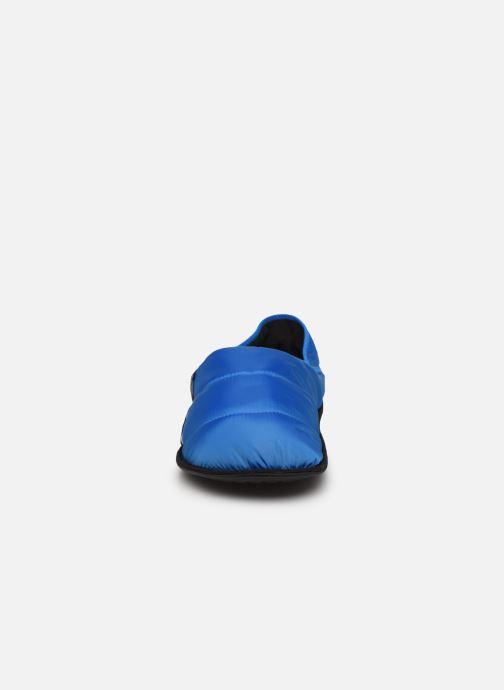 Chaussons Crocs Neo Puff Slipper M Bleu vue portées chaussures
