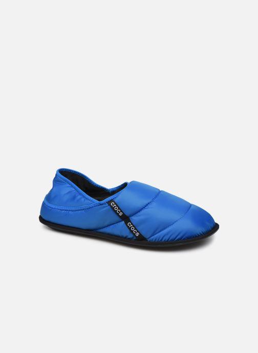 Chaussons Crocs Neo Puff Slipper M Bleu vue détail/paire