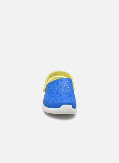Sandales et nu-pieds Crocs LiteRide Clog K Bleu vue portées chaussures