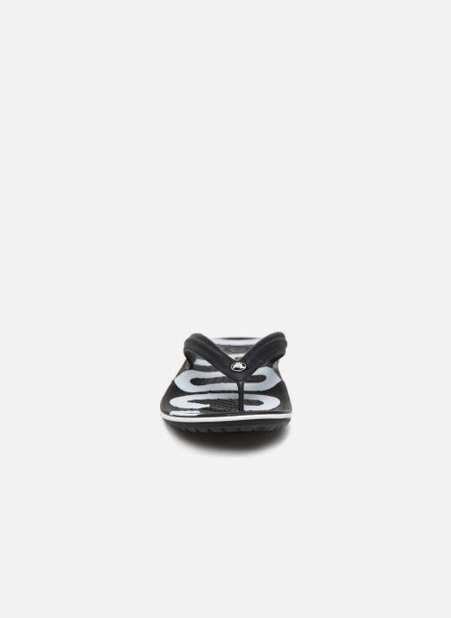 Zehensandalen Crocs Crocband Printed Flip M schwarz schuhe getragen