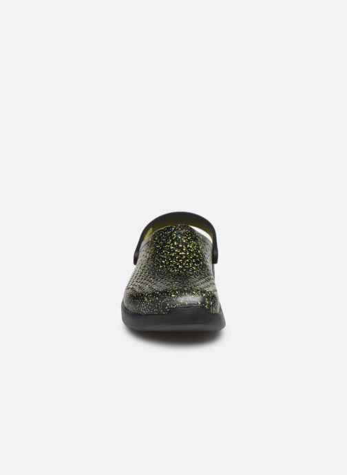 Sandalias Crocs LiteRide Hyper Bold Clog Negro vista del modelo