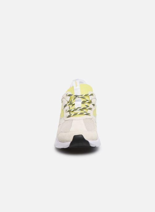 Sneakers Arkk Copenhagen Kanetyk Suede W Beige modello indossato